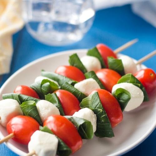 caprese salad party skewers